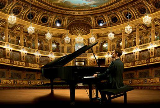 Alexandre Tharaud: a piano at Versailles!