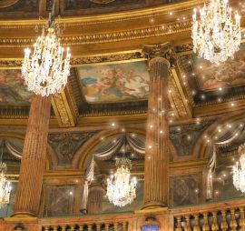 Offer a show at Versailles for Christmas